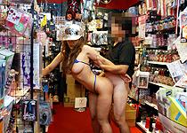 衝撃!!ド○キ店内で中出し! 「スケベ中出し露出2 素人メイカ」 【しろハメ】